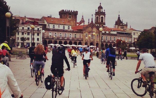 Bicicletas na Avenida Central