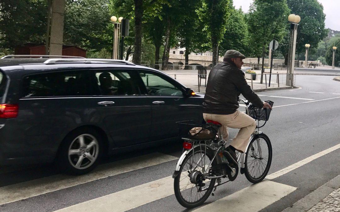 Sai da frente, ó ciclista!