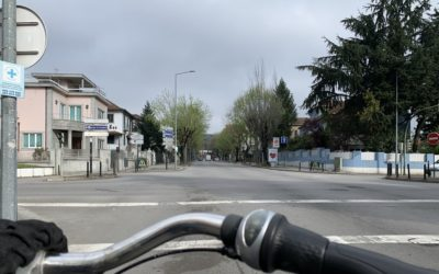 Redução de vias de trânsito para acalmia de tráfego e apelo ao uso da bicicleta em deslocações estritamente essenciais